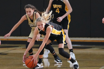 (Kelli Graves • Clay County Progress) Emma Ashe spots an opportunity to go for the steal in Hayesville's win over the Lady Bulldogs.